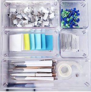 zorganizované tužky a papíry